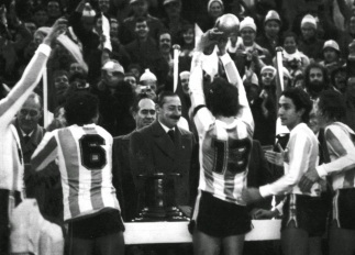 Calcio e totalitarismi: l'Argentina di Videla e l'Italia di Mussolini [3:49 – 5:03]