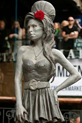 0beaa-amy-winehouse-statue-005