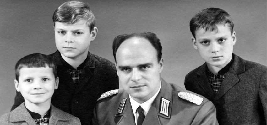 I tre fratelli Bethke da piccoli: Ingo, Holger e Egbert