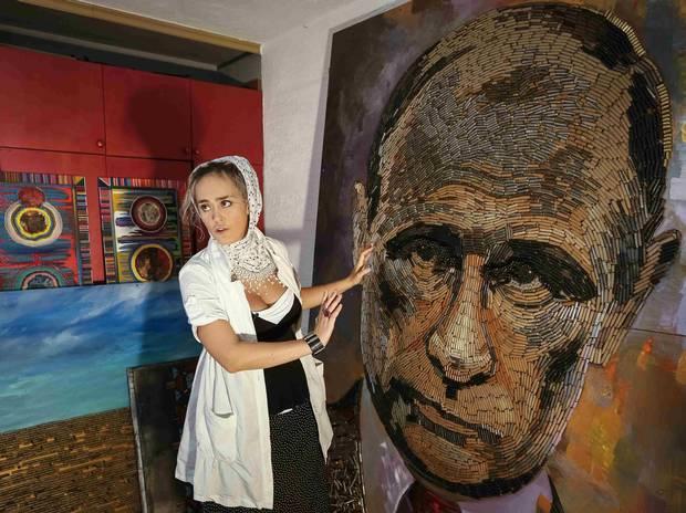 Le foto sono prese dalla pagina Facebook dell'artista e da quella di Hromadske.tv